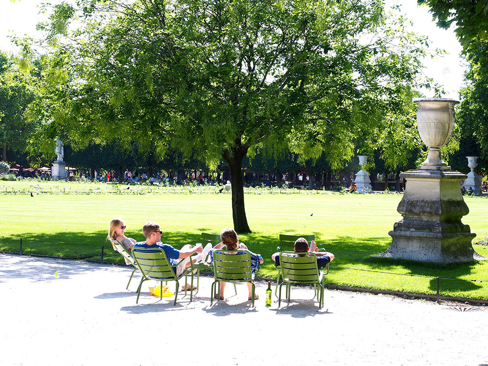 Chill at Tuileries garden